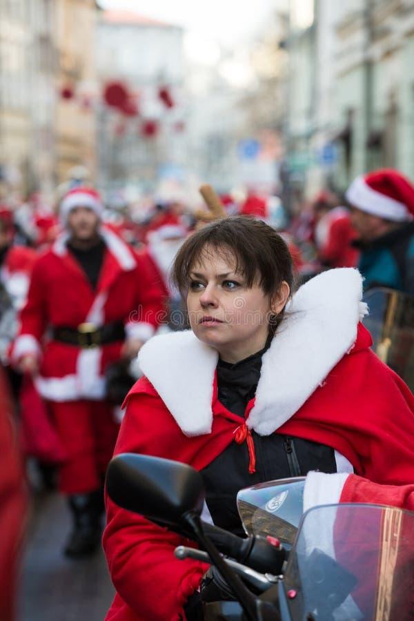 A parada de Santa Clauses em motocicletas ao redor foto de stock royalty free