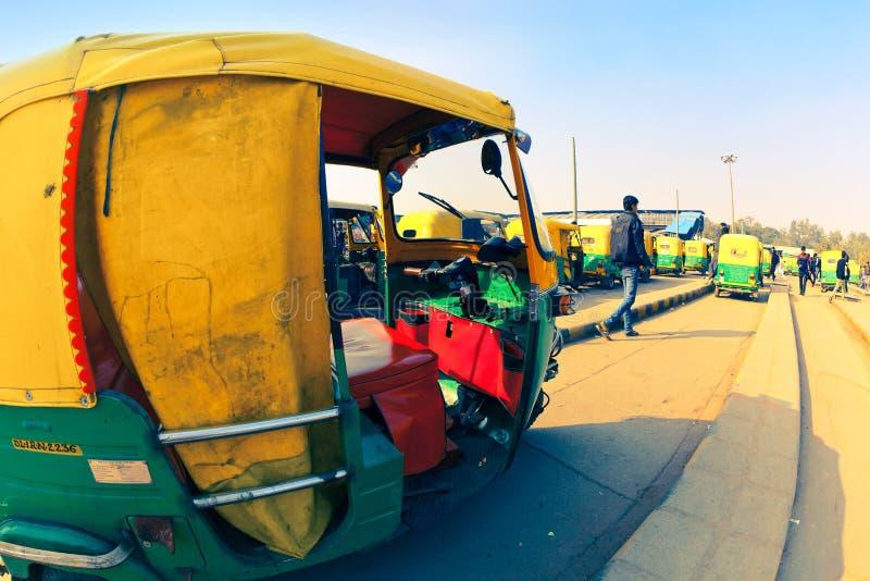 Parada de taxis en Delhi fotografía de archivo libre de regalías