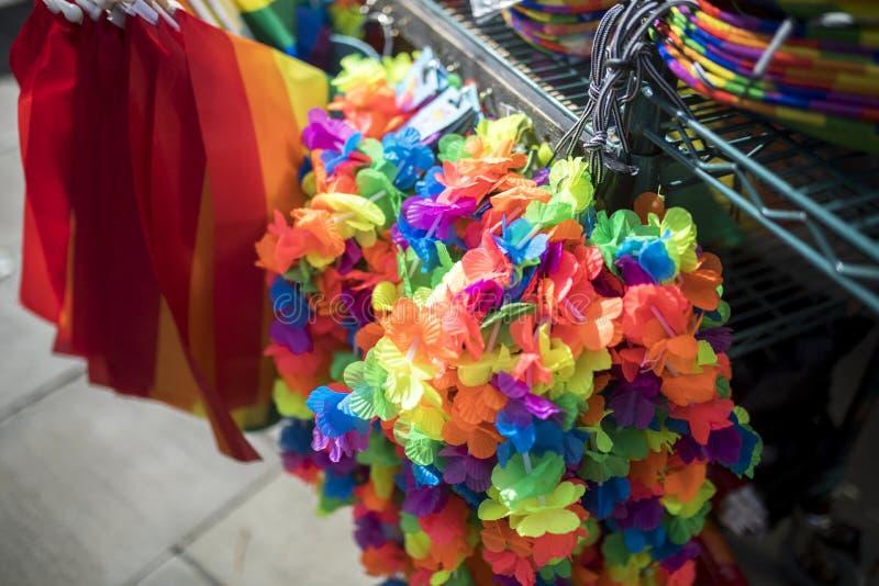 Parada del mechandise del festival del orgullo LGBT fotos de archivo