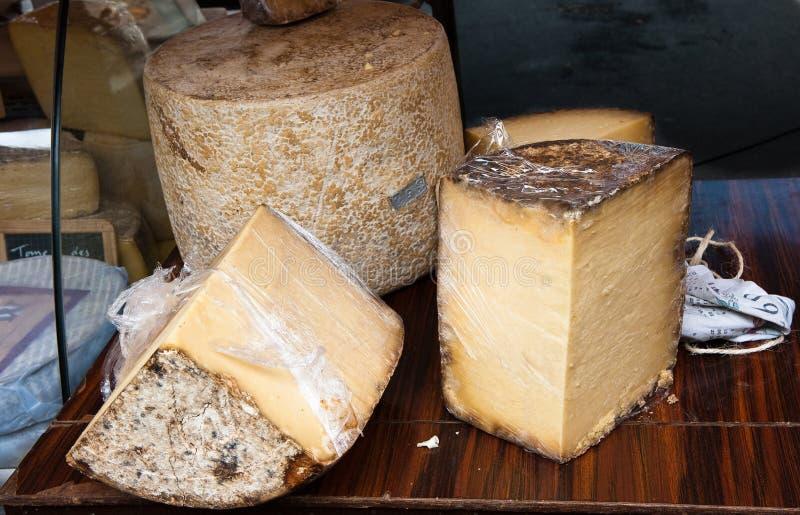 Parada del queso en mercado francés fotografía de archivo libre de regalías