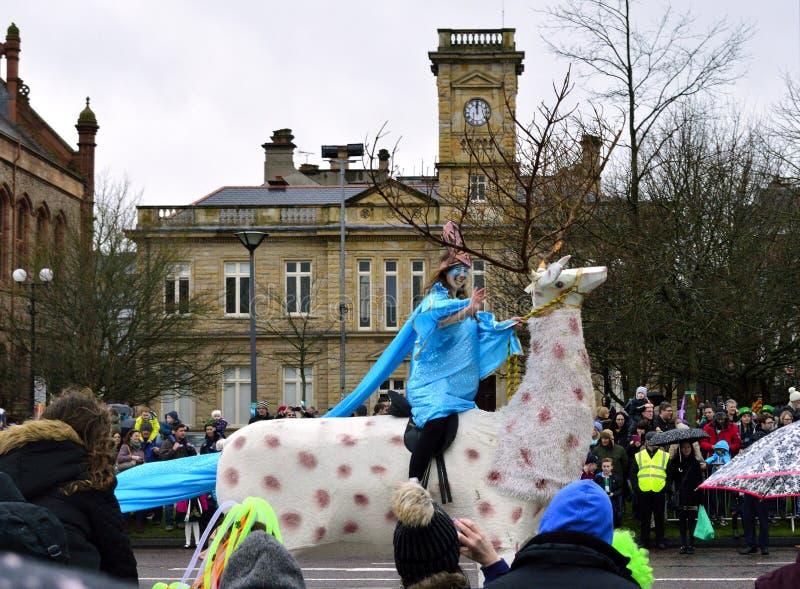 Parada do acontecimento anual da cidade de Londonderry /Derry para comemorar o dia do St Patrick's fotografia de stock royalty free