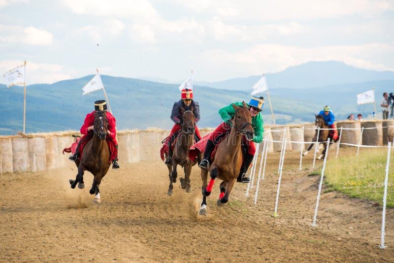 Parada do cavalo, durante uma mostra do cavalo com cavaleiros novos fotografia de stock royalty free