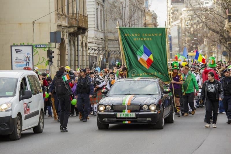 Parada do dia de St Patrick em Bucareste, Romênia fotos de stock