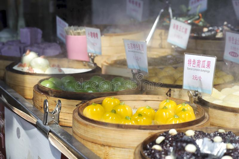 Parada dulce del bocado en la calle antigua de Pingjiang, Suzhou, China foto de archivo