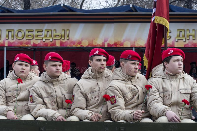 A parada em Tyumen em honra de pode 9, 2018 Exército novo dos jovens foto de stock