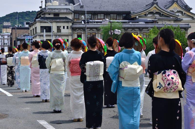 Parada Gion festiwal, kwiatów parasols Kyoto Japonia obraz stock