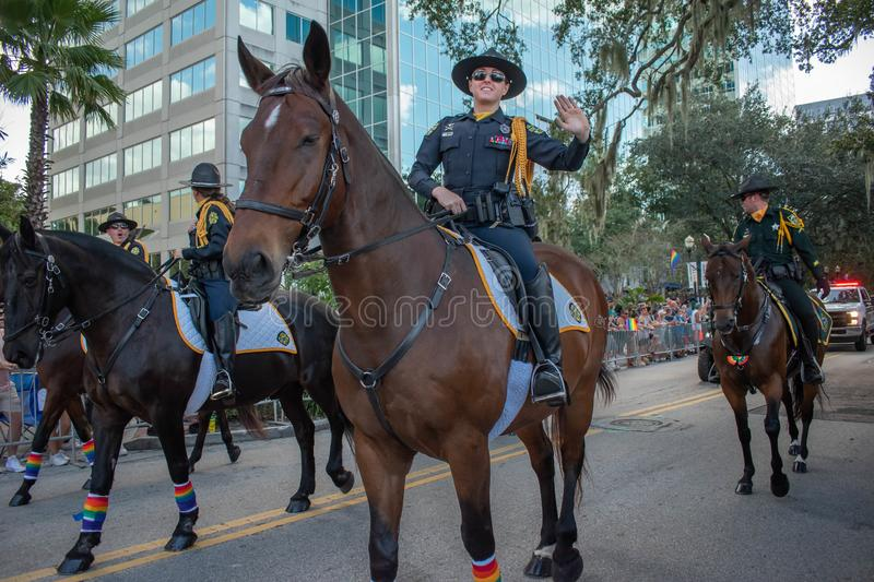 Parada Horse Mounted Police in Come with Pride Orlando na jeziorze Eola Park, 241 obrazy royalty free