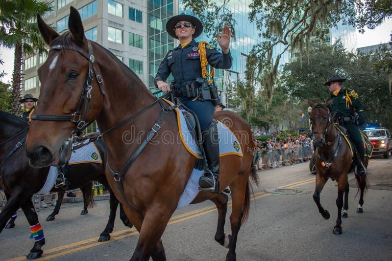 Parada Horse Mounted Police in Come with Pride Orlando na jeziorze Eola Park, obszar 242 obraz royalty free