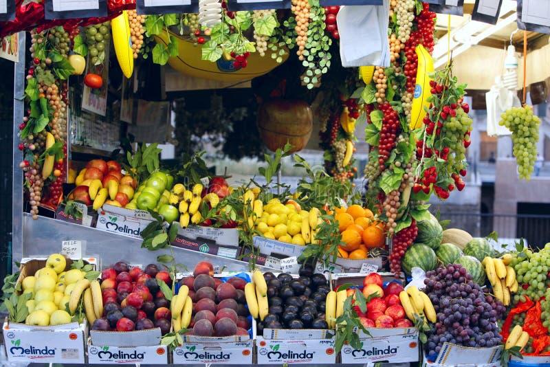 Parada italiana de la fruta imágenes de archivo libres de regalías