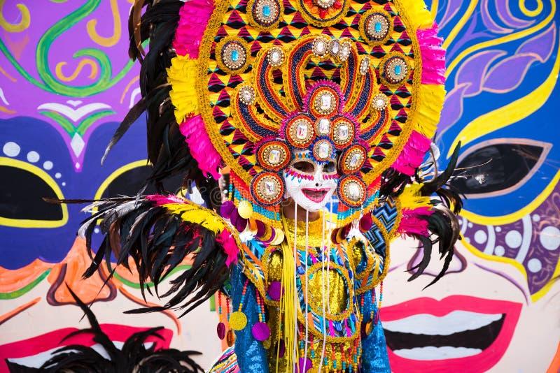 Parada kolorowa uśmiechnięta maska przy 2018 Masskara festiwalem, Bacol obraz royalty free