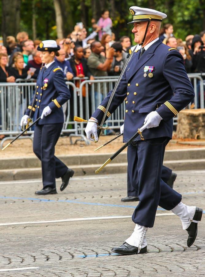 Parada militar (desfile) durante o ceremonial do dia nacional francês, avenida de Elysee dos campeões fotografia de stock