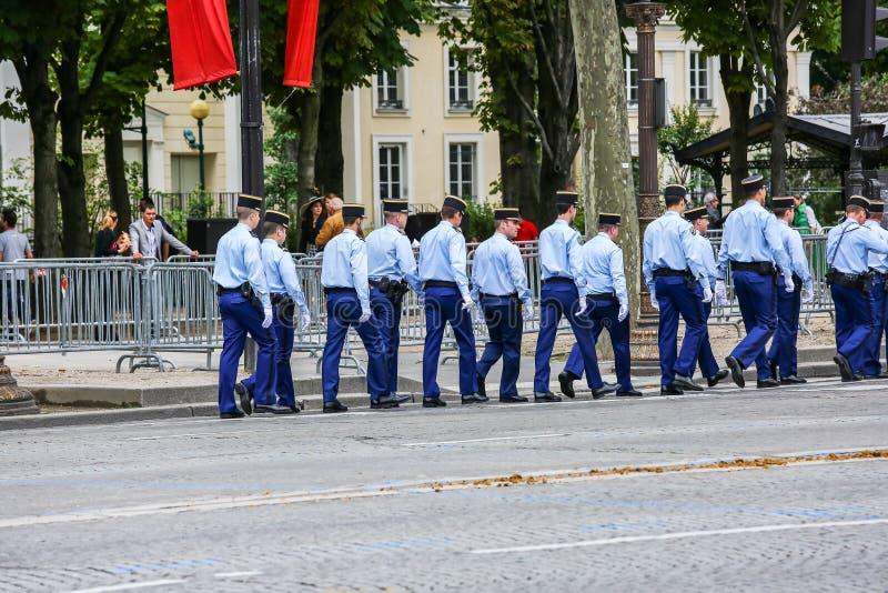 Parada militar do Gendarmerie nacional (desfile) durante o ceremonial do dia nacional francês, homem poderoso imagens de stock