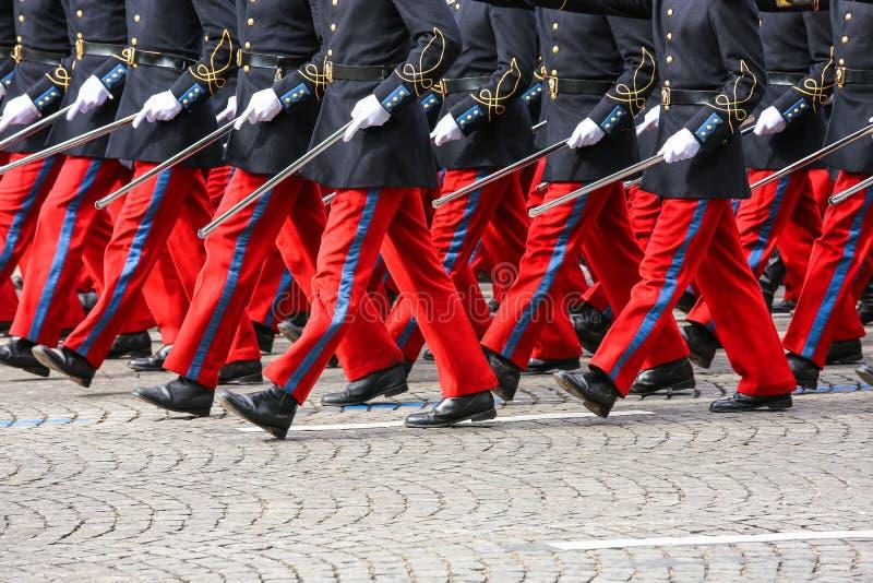 Parada militar durante o ceremonial imagem de stock