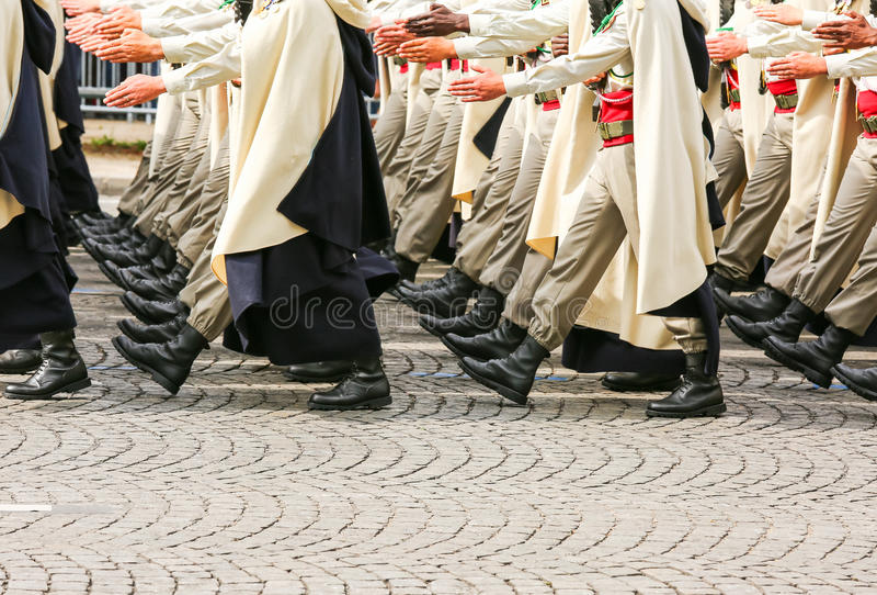 Parada militar durante o ceremonial fotos de stock