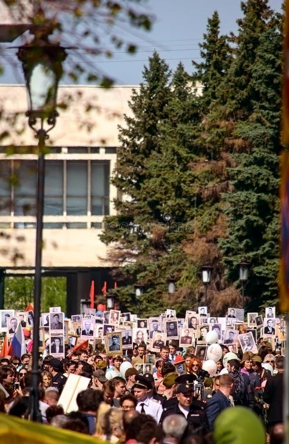 Parada na zwycięstwo dniu na Maju 9, 2016 Nieśmiertelny pułk Maj, 9, 2016 w Ulyanovsk mieście, Rosja zdjęcie royalty free