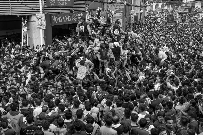 Parada preta do Nazarene em Quiapo, Manila, Filipinas foto de stock royalty free