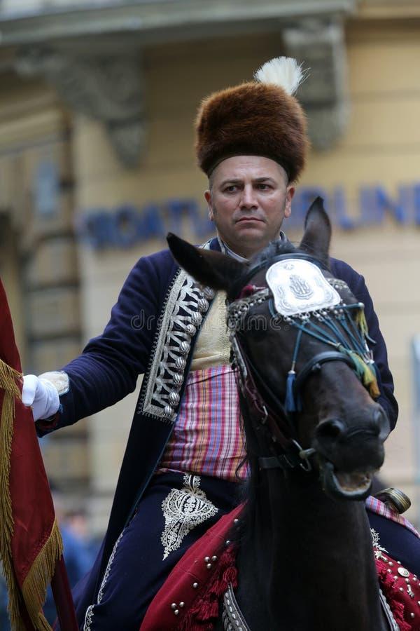 Parada 70 uczestników, dwadzieścia koni i czterdzieści członków orkiestra marsszowa, ogłaszał następni 300 Alka fotografia royalty free