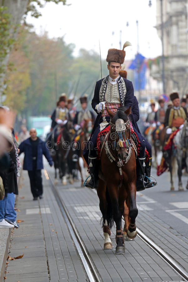 Parada 70 uczestników, dwadzieścia koni i czterdzieści członków orkiestra marsszowa, ogłaszaliśmy następni 300 Alka fotografia stock