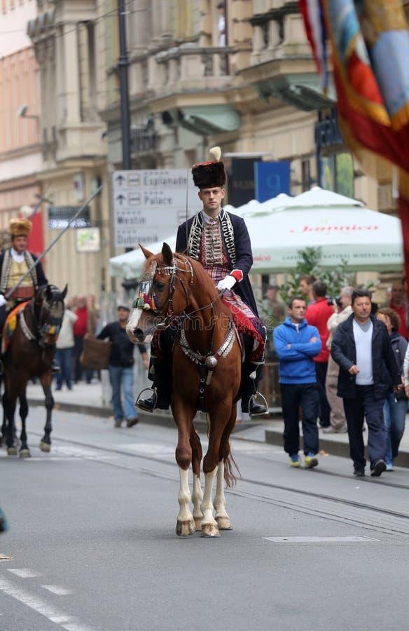 Parada 70 uczestników, dwadzieścia koni i czterdzieści członków orkiestra marsszowa, ogłaszaliśmy następni 300 Alka zdjęcia stock