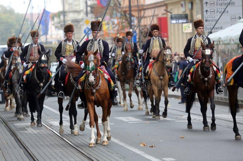 Parada 70 uczestników, dwadzieścia koni i czterdzieści członków orkiestra marsszowa, ogłaszaliśmy następni 300 Alka zdjęcia royalty free