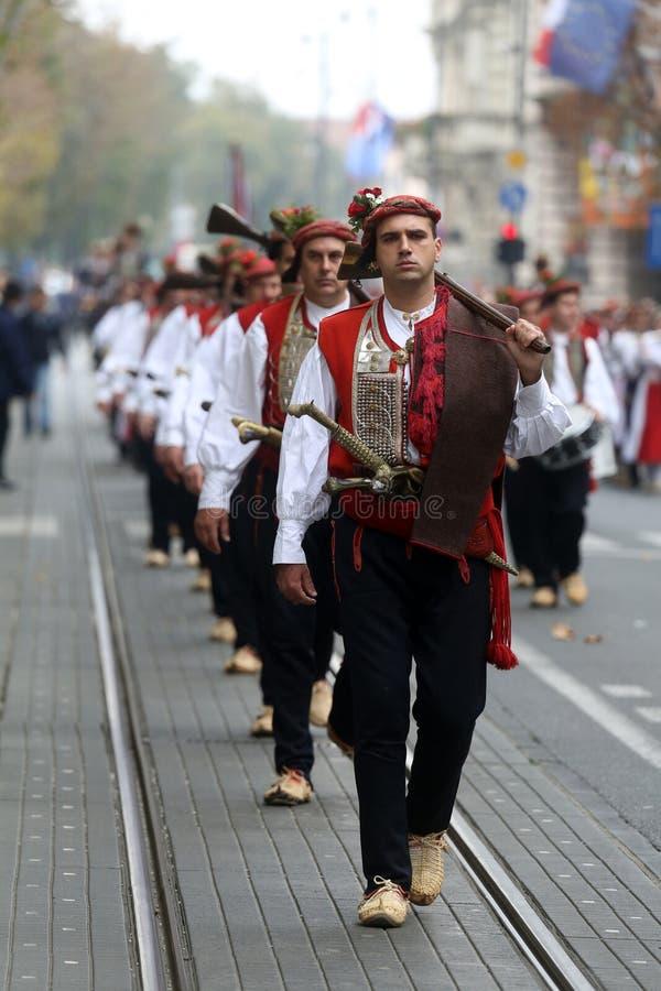 Parada 70 uczestników, dwadzieścia koni i czterdzieści członków orkiestra marsszowa, ogłaszaliśmy następni 300 Alka obraz royalty free