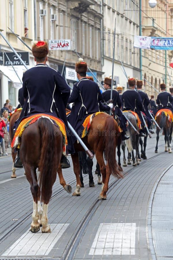 Parada 70 uczestników, dwadzieścia koni i czterdzieści członków orkiestra marsszowa, ogłaszaliśmy następni 300 Alka zdjęcie stock