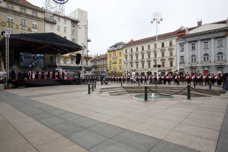 Parada 70 uczestników, dwadzieścia koni i czterdzieści członków orkiestra marsszowa, ogłaszaliśmy następni 300 Alka obrazy stock