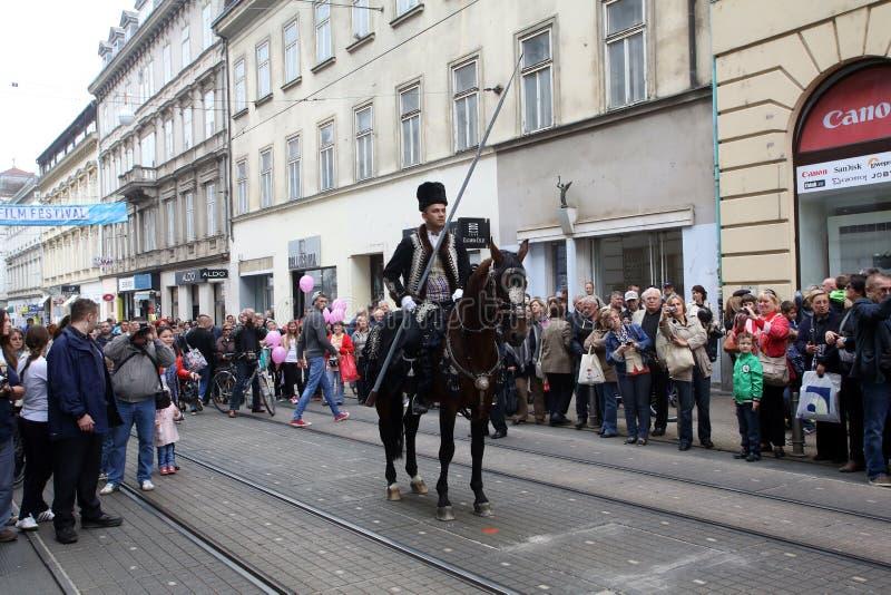Parada 70 uczestników, dwadzieścia koni i czterdzieści członków orkiestra marsszowa, ogłaszaliśmy następni 300 Alka obrazy royalty free