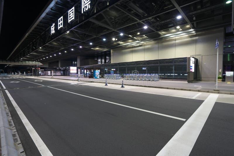 Paradas de autobús del piso del terminal de aeropuerto internacional de Narita terceras 2 en la noche fotos de archivo libres de regalías