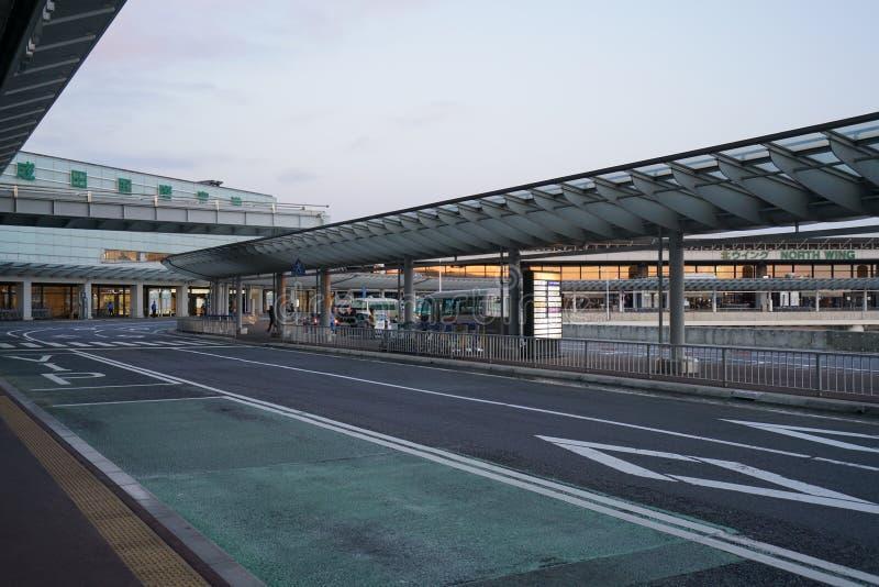 Paradas de autobús del piso del terminal de aeropuerto internacional de Narita terceras 1 temprano por la mañana fotos de archivo libres de regalías