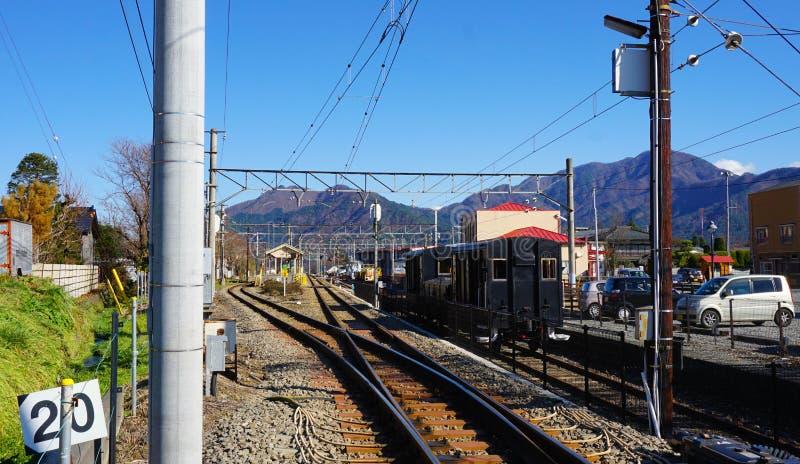 Paradas del tren por la estación de Shimoyoshida imagen de archivo libre de regalías