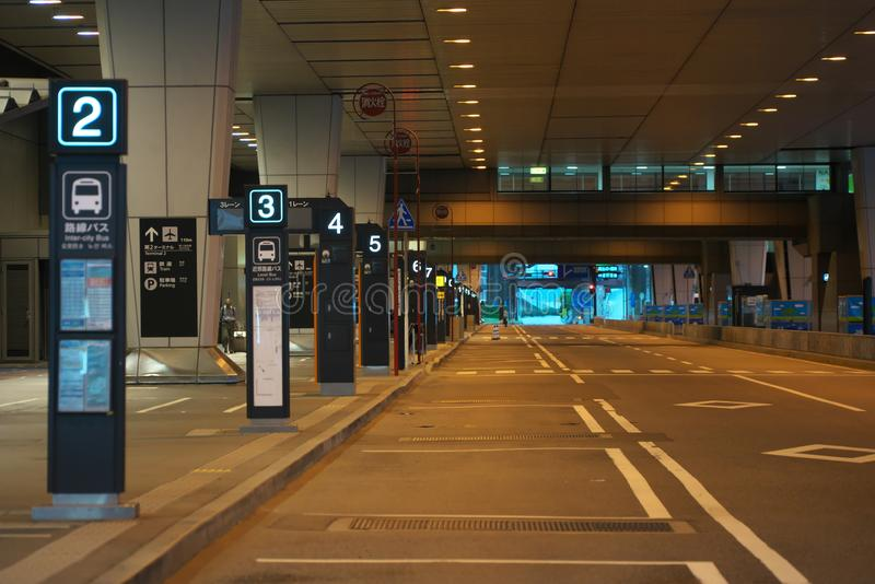Paradas do ônibus terminais internacionais de Narita segundas cedo na manhã fotos de stock