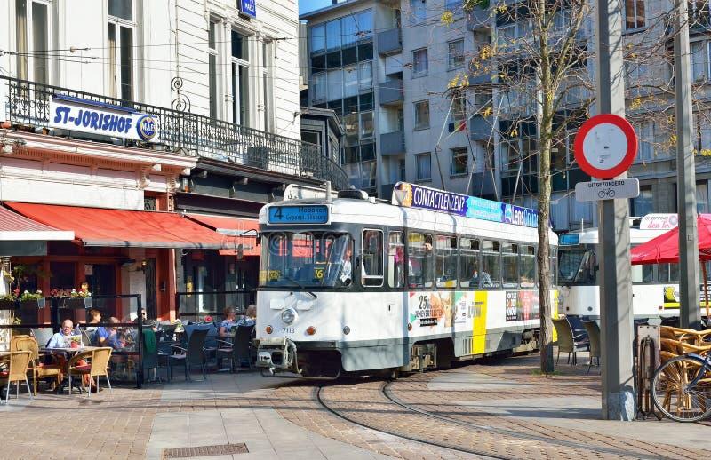 Paradas do bonde em Leopold Square em Antuérpia imagem de stock royalty free