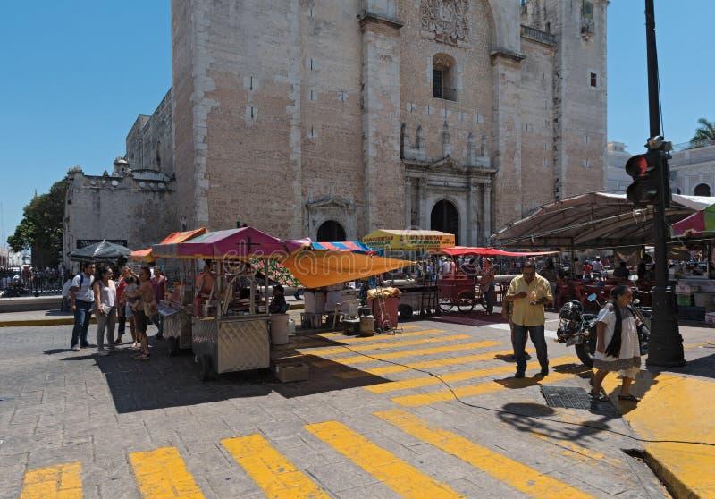 Paradas en el festival de la calle en la plaza de la Independencia t imagenes de archivo
