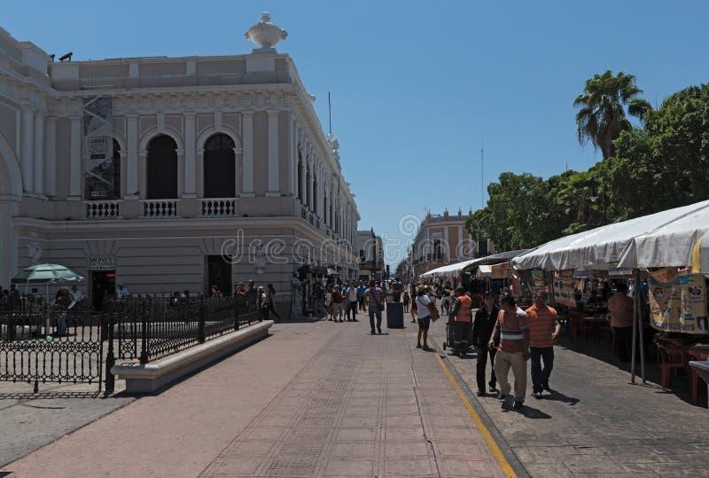 Paradas en el festival de la calle en la plaza de la Independencia t imágenes de archivo libres de regalías