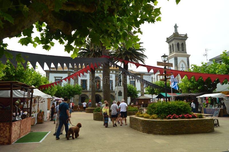 Paradas en el mercado medieval justo en Tapia De Casariego Naturaleza, viaje, reconstrucción foto de archivo libre de regalías