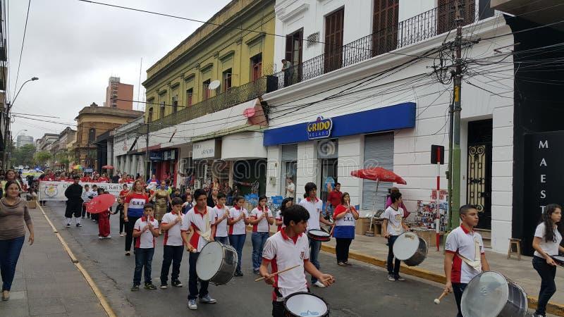 Parade-Chiang Kai Shek-Schule Asuncion Paraguay 2015 lizenzfreie stockfotos