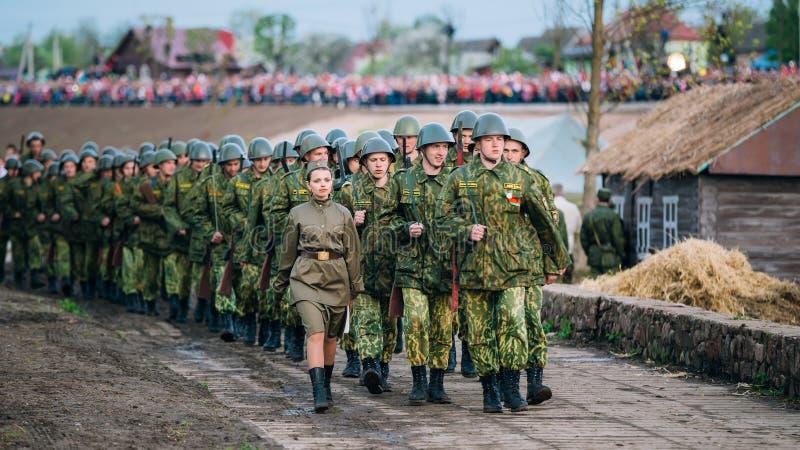Parade der internen Armee zwingt Soldaten während der eingeweihten Ereignisse stockbild