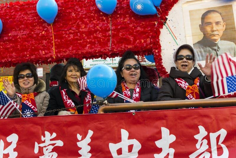 Parade des Chinesischen Neujahrsfests: Asiatinnen lizenzfreie stockbilder