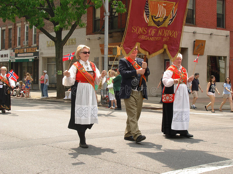Parade op Noorse nationale dag stock foto