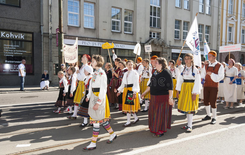 Parade van Estlands nationaal liedfestival in Tallinn, Estland stock afbeeldingen