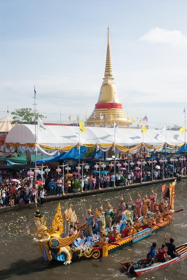 Parade van het Festival van Oneffenheidsbua (Lotus Throwing Festival) in Thailand royalty-vrije stock afbeelding