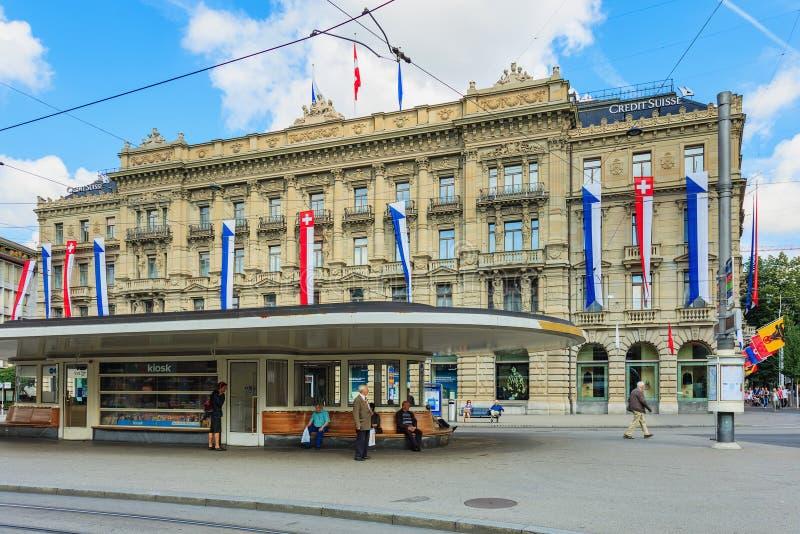 Paradeplatzvierkant in Zürich op de Zwitserse Nationale Dag stock foto's