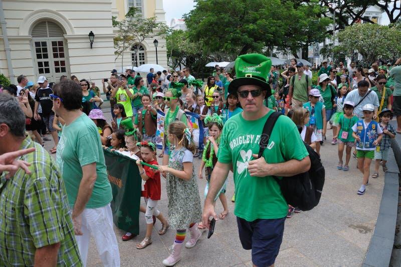 Paraders no gramado da imperatriz em Singapura durante o dia 2018 do ` s de St Patrick fotografia de stock