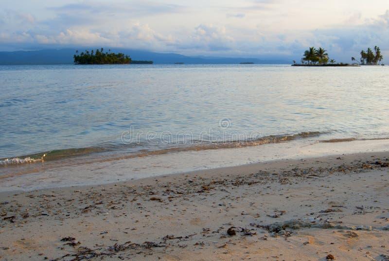 Paradies-Inseln in Guna Yala, Kuna Yala, San Blas, Panama Sonnenuntergang SONNENAUFGANG stockbild