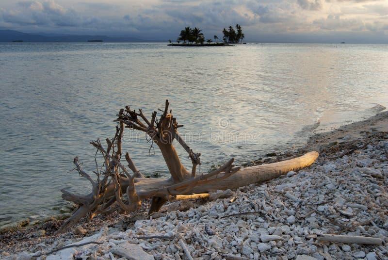 Paradies-Inseln in Guna Yala, Kuna Yala, San Blas, Panama Sonnenuntergang SONNENAUFGANG stockfotos