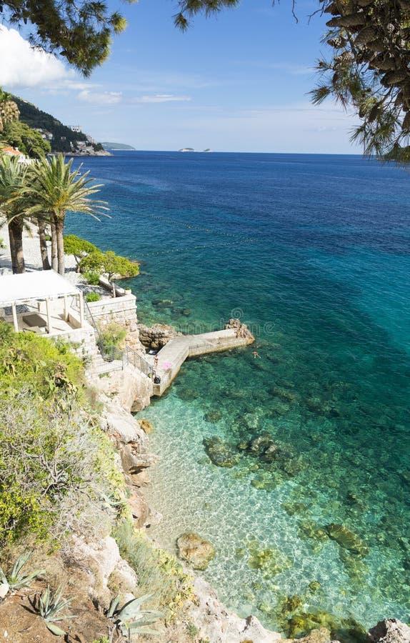 Paradiesstrand nahe Dubrovnik-Stadt, Dalmatien, Kroatien stockfotos