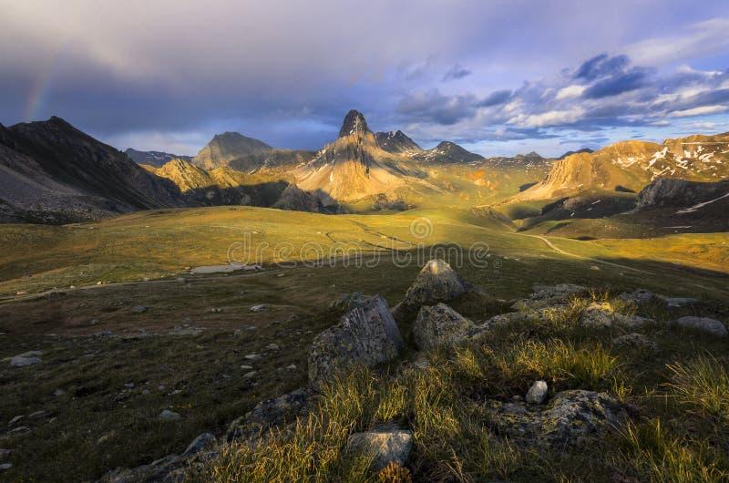 Paradis terrestre, Alpes de Hautes, La Meja de Rocca l'été photographie stock libre de droits
