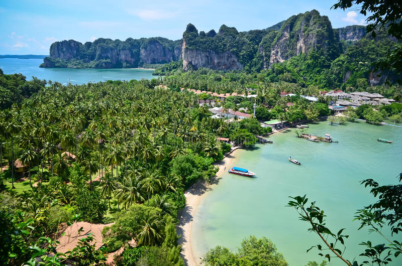 Download Paradis Tropical De Plage De La Thaïlande Photo stock - Image du côte, roche: 45364412
