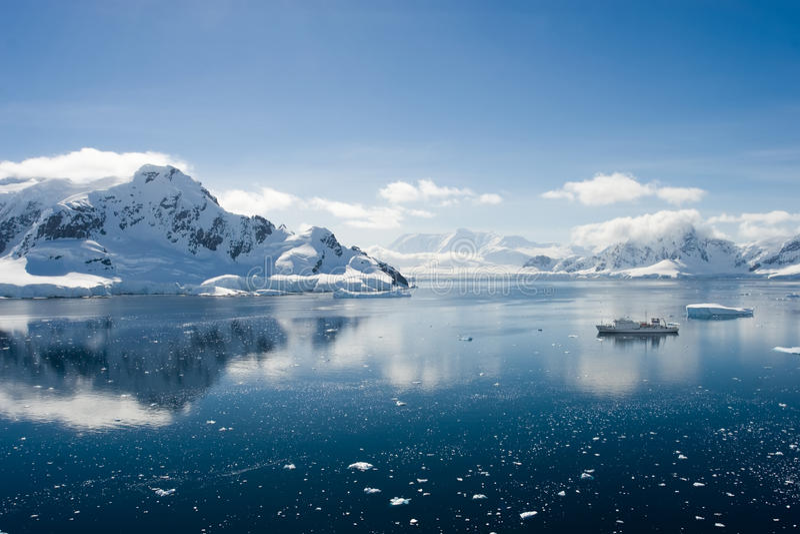Download Paradise bay stock photo. Image of idyllic, distant, glacier - 11600682